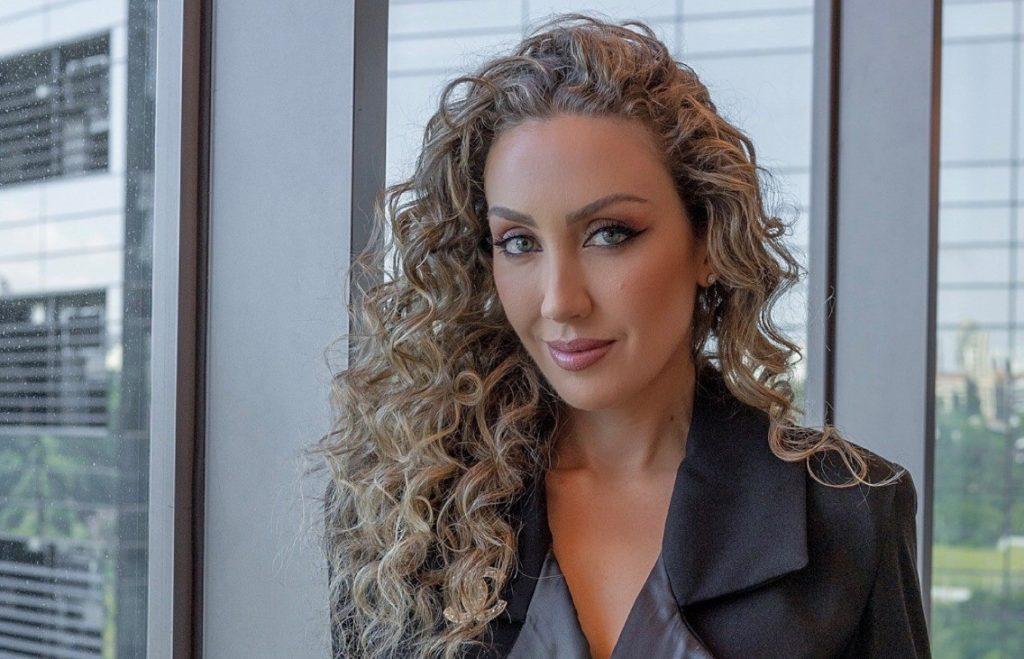 2020 04 09 Fernanda Nichelle