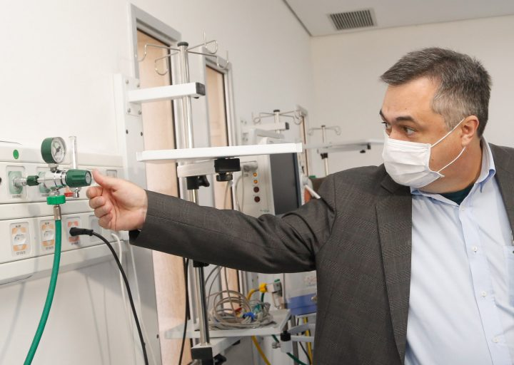 26/05/2020 - Secretario Saude Beto Preto visita hospital de Telemaco Borba. Foto Gilson Abreu