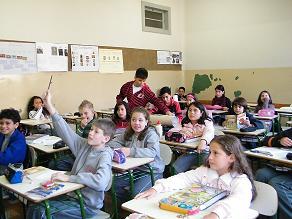 """""""Crianças fora da sala de aula é crime"""". (FOTO  Wannessa Stenzel) 378d6efdcf92b"""