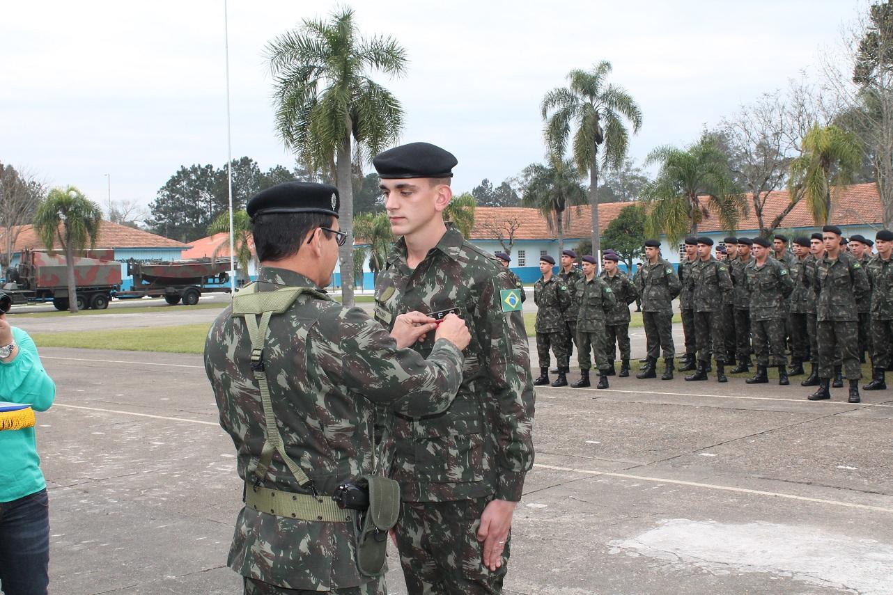 Formatura no 5º BEC Bld comemora Dia do Soldado - Vvale 26bedd12703