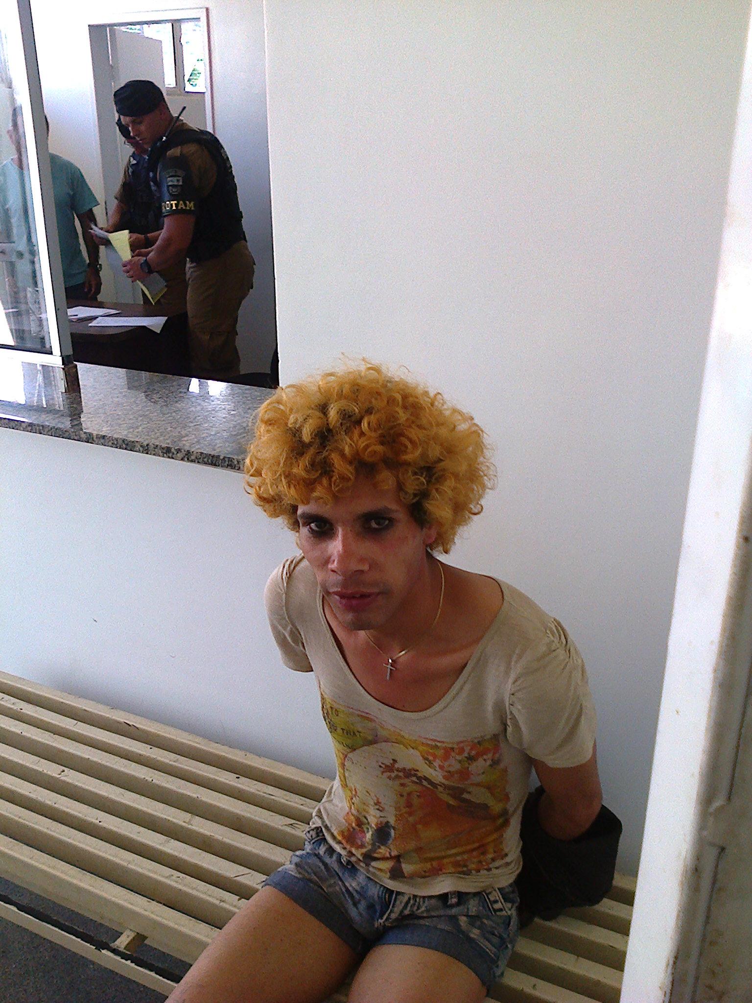 do travesti Maikon Sidnei Penha teria começado no banheiro de um bar #736046 1536x2048 Balança De Banheiro No Ponto Frio
