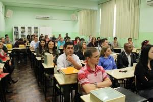 Cerimônia reuniu diretores e professores para distribuição do material