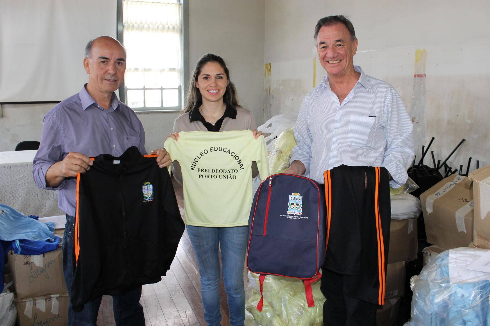 4e1911a65c31b Administração de Porto União entrega uniformes à Rede Municipal de ...