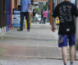 """9faa9529a Usar calçadas como """"extensão do comércio"""" não é ilegal - Vvale"""