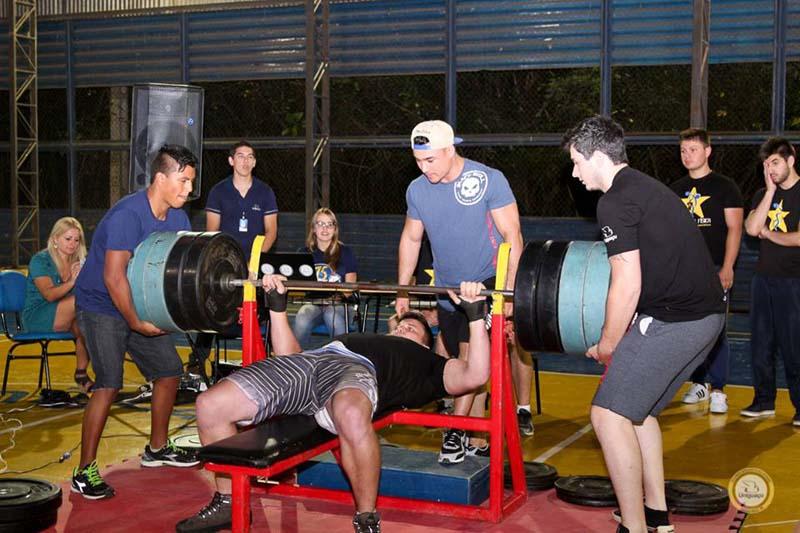 b58928c6304 UNIGUAÇU  Semana Ativa de Educação Física começa com 5º Campeonato de Supino  - Esportes - Vvale