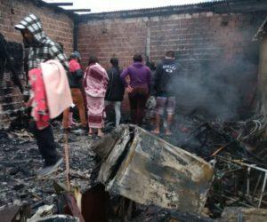 Casa ficou destruída em Colombo – Foto: Banda B