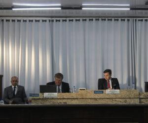 Sessão foi acalorada, mas nem tão extensa: reunião começou às 19 e terminou próximo das 20h30. (Foto: Mariana Honesko).