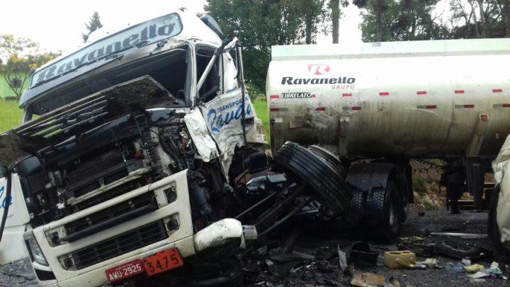 acidente-carretas-br476XX2X