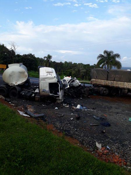 acidente-carretas-br476XX5X