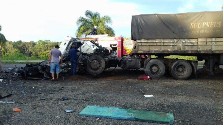 acidente-carretas-br476XX6X