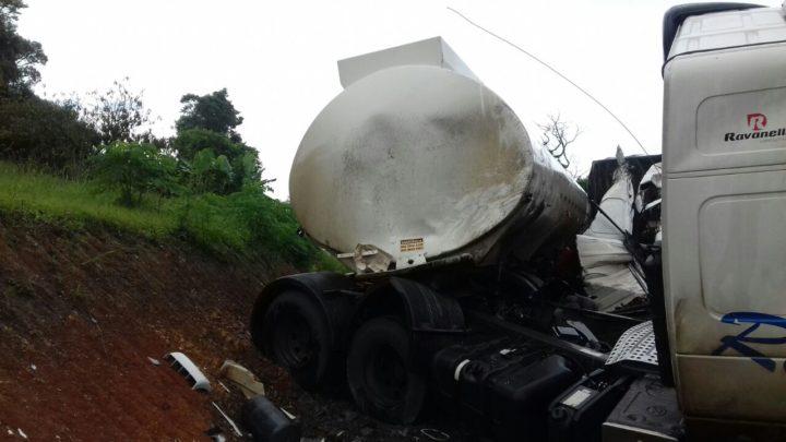 acidente-carretas-br476XX8X
