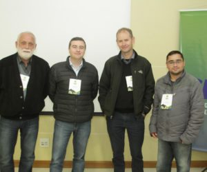 Representaram também o Vale do Iguaçu, a equipe das Rádios Colmeia e Jovem Pan, Osmair Schroh, Gerson Coas e Marciel Borges junto com Caique Agustini (segundo da esquerda para a direita), da CBN Vale do Iguaçu e FM Verde Vale