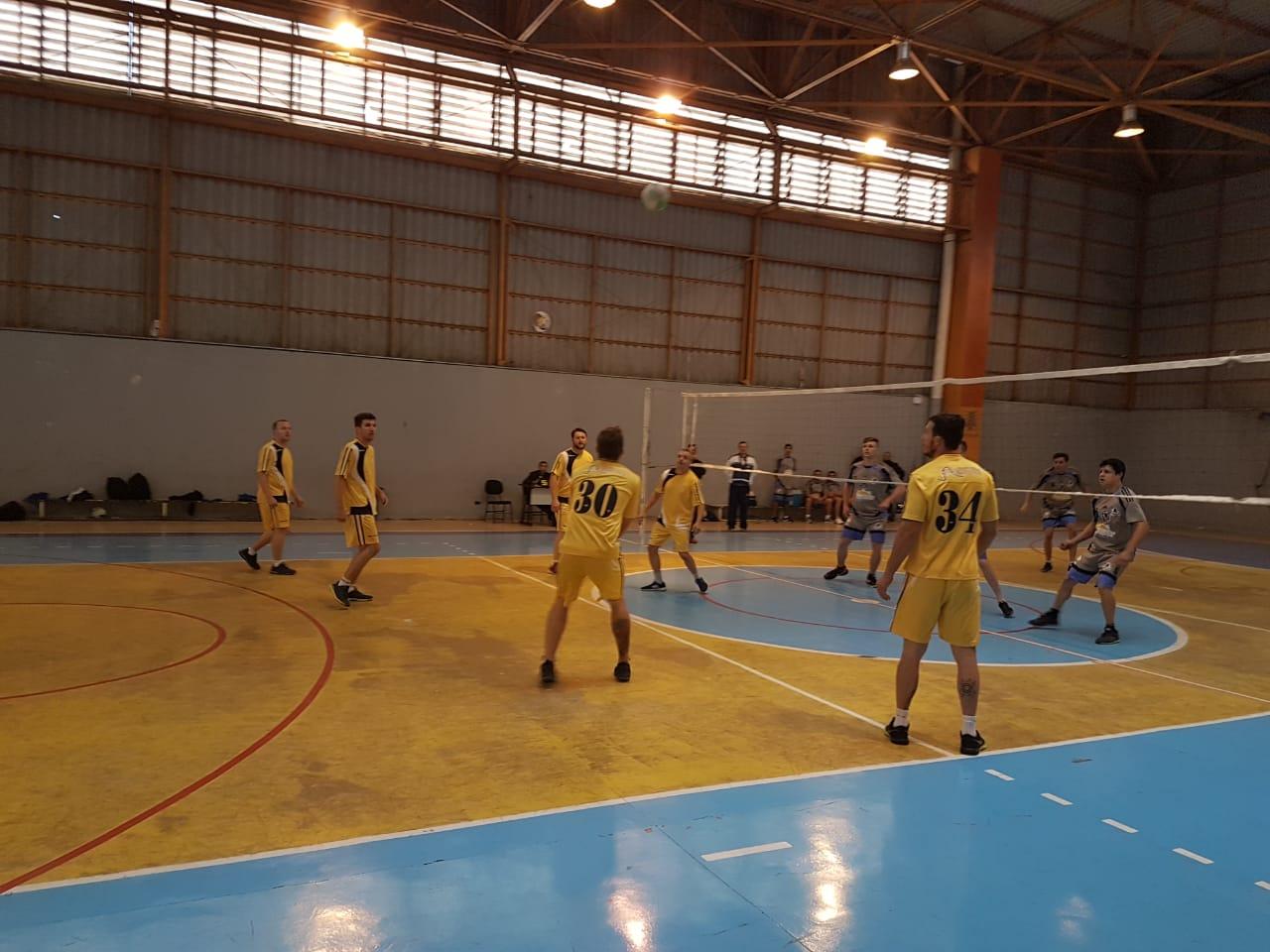 JOGOS DO SESI  Fim de semana de voleibol e futebol sete máster - Esportes -  Vvale df6d434de5000