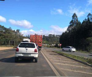 Congestionamento chegou ao trevo de acesso ao município de Porto Vitória. (Foto: Jair Nunes).
