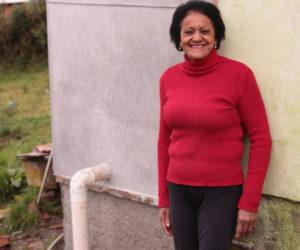 """Em São Joaquim/SC, Maria da Graça Ventura financiou a reforma do encanamento do banheiro de sua residência através do """"BF Saneamento"""""""