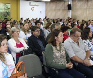 Funcionários e diretoria do HSCC acompanharam a sessão da Câmara/Edinei Wassoaski/JMais
