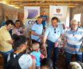 Cohapar e CDL entregam brinquedos a famílias do conjunto São G