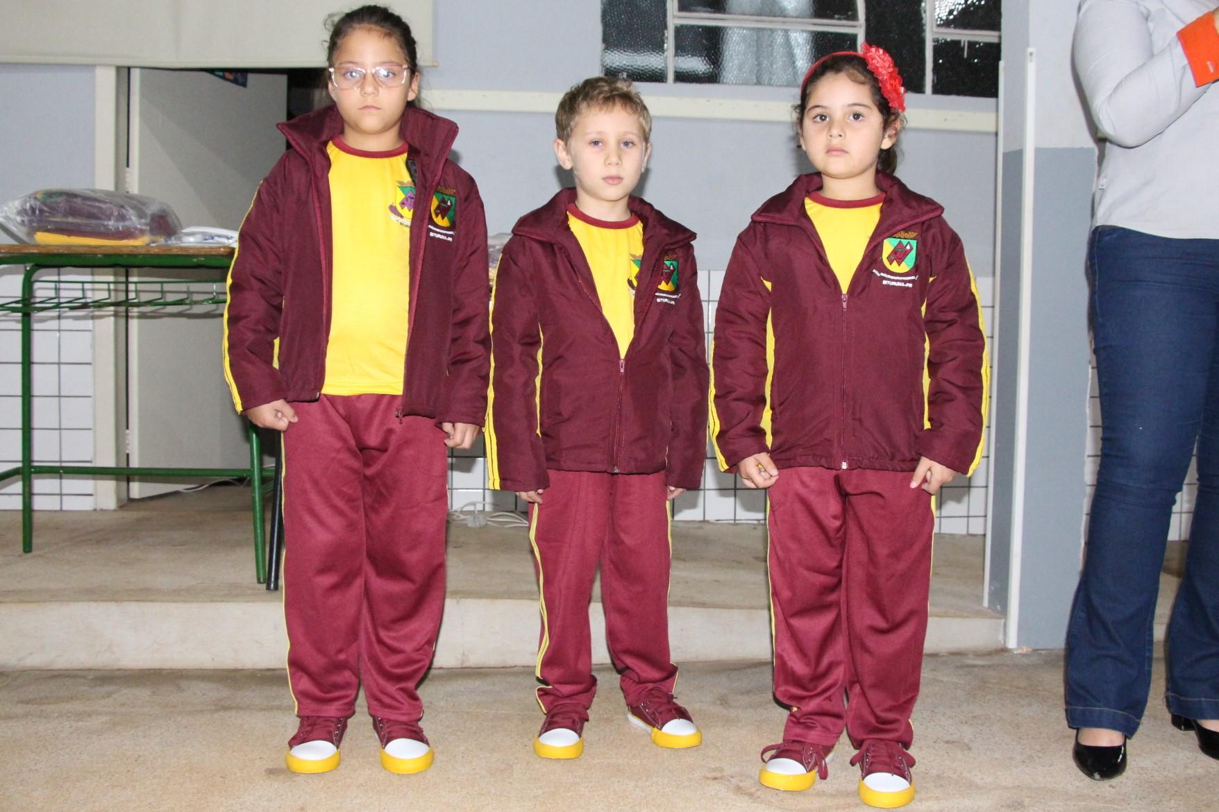 7b8b1a0ff3b93 Entrega de uniformes escolares é realizada em tempo recorde em 2019 ...