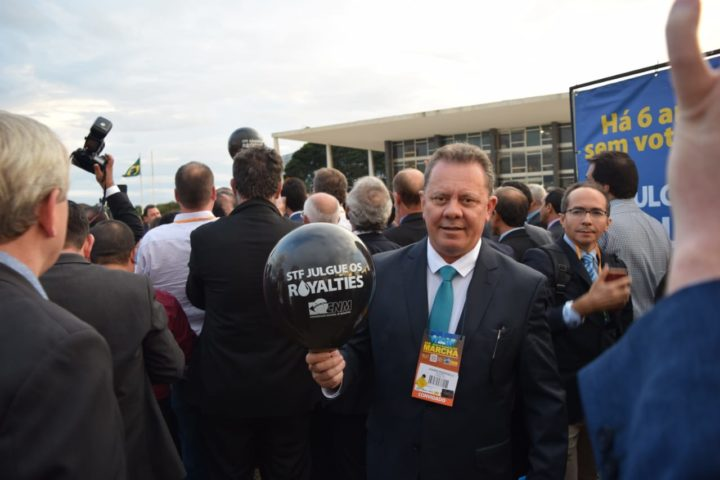 Presidente da FECAM, Joares Ponticelli na manifestação sobre royalties do petróleo