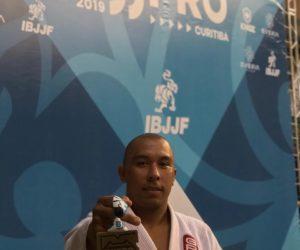 Eduardo Lima, com a premiação