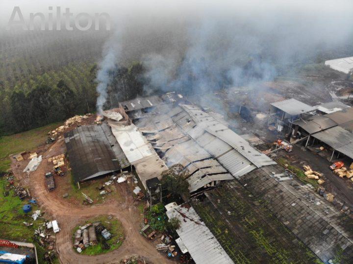 Dia seguinte ao incêndio. (Foto: Anilton Júnior).