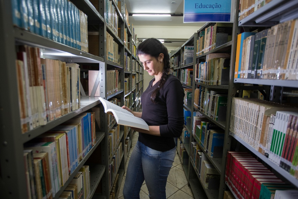Bibliotecas escolares existem, mas os espaços são insuficientes (Foto: Arquivo JOC).
