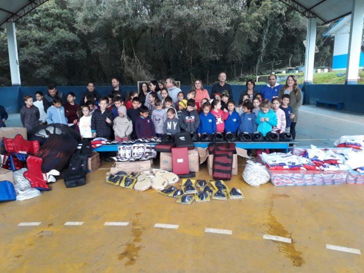 1884adf4e Prefeitura de Caçador entrega materiais esportivos em escolas da ...