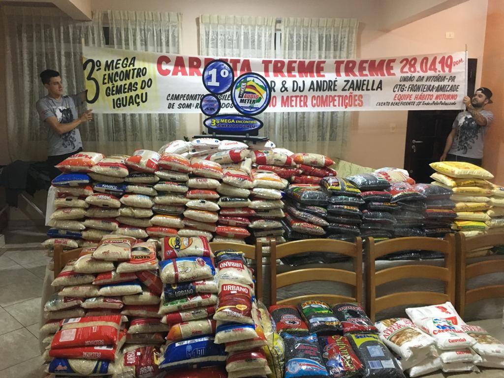 O evento arrecadou cerca de meia tonelada de alimentos (Foto: Divulgação).