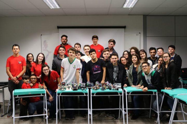 Equipes que competiram na fase local da Olimpíada de Robótica IFPR 2019 (Foto: Assessoria IFPR - Campus União da Vitória).