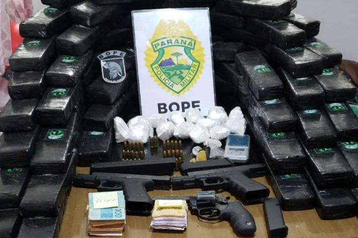 Operação Corpus Christi prendeu 19 pessoas pertencentes a uma organização criminosa de tráfico de drogas que atuava no Litoral e na Capital do Paraná (Foto: Divulgação/PMPR).