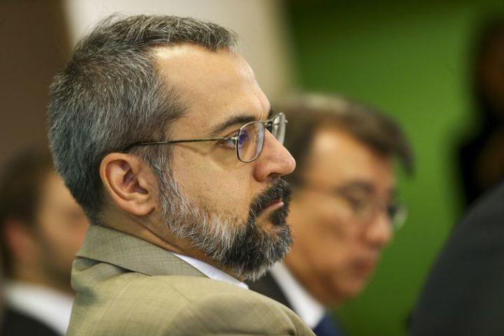 """O ministro da Educação, Abraham Weintraub, durante  apresentação do """"Compromisso Nacional pela Educação Básica"""" (Foto: Marcelo Camargo/Agência Brasil)."""