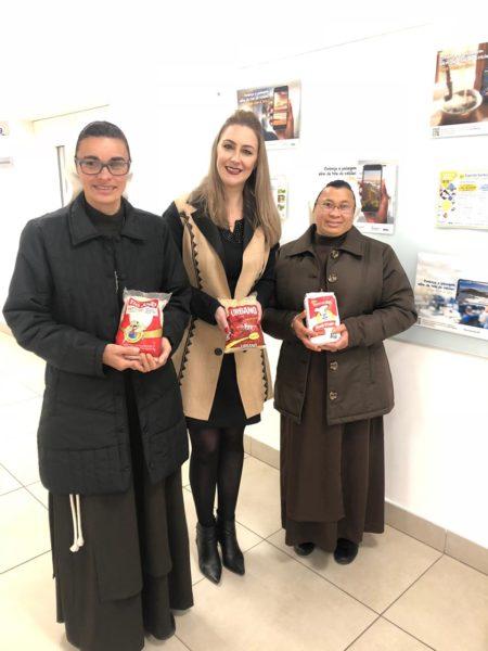 Presidente da ATEMA, Árceli Fudal com as irmãs Franciscanas, responsável pelo Abrigo Santa Clara