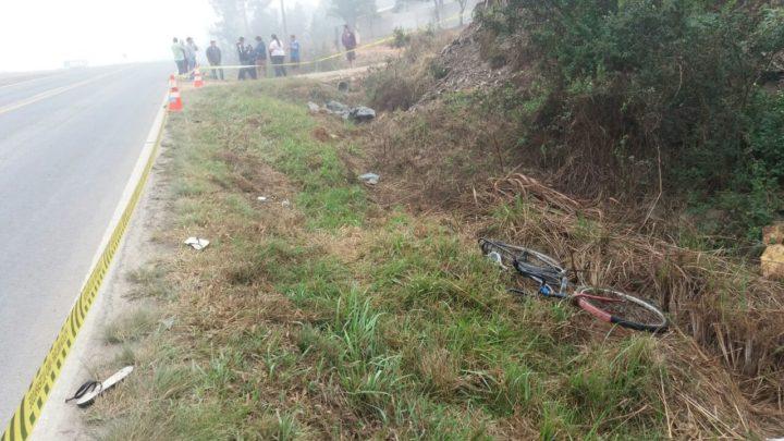 Homem foi atropelado na noite de domingo e foi encontrado apenas na segunda-feira de manhã (Fotos: BDCOM PRF).