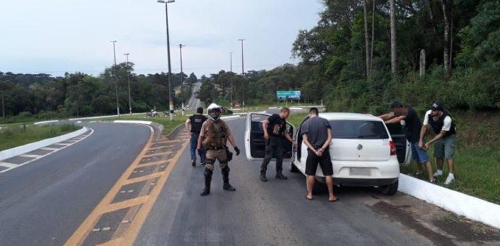 Quarto suspeito do crime foi preso neste domingo, 3, quando estava sendo trazido para a região em um veículo Fox (Fotos: Divulgação).