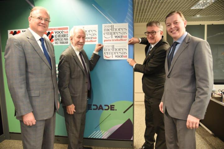 Diretores do Sebrae/PR com o presidente do CDE, Darci Piana, agregam o quinto selo da Você S/A