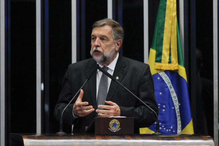 Plenário do Senado Federal durante sessão deliberativa ordinária. À tribuna, em discurso, senador Flávio Arns (Rede-PR). (Foto: Beto Barata/Agência Senado).