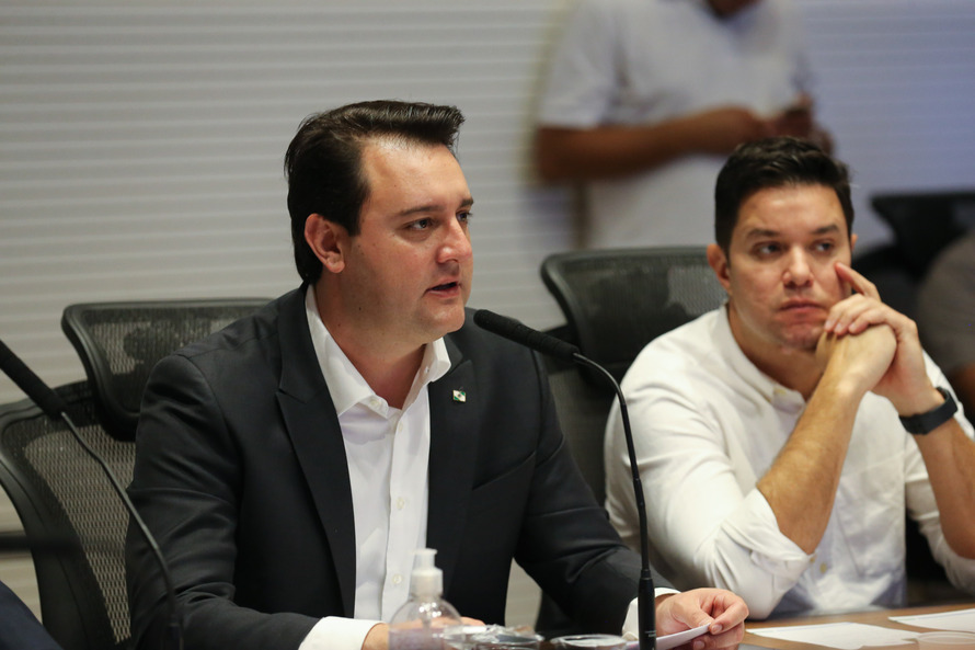 O Governador Carlos Massa Ratinho Junior e o chefe da Casa Civil, Guto Silva. (Foto: Geraldo Bubniak/AEN).