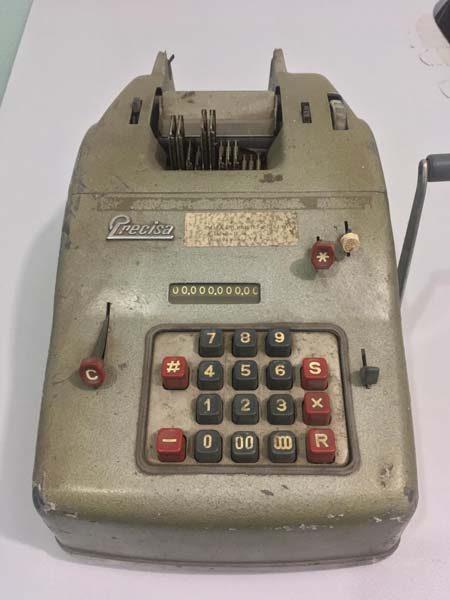Primeira calculadora do escirtório