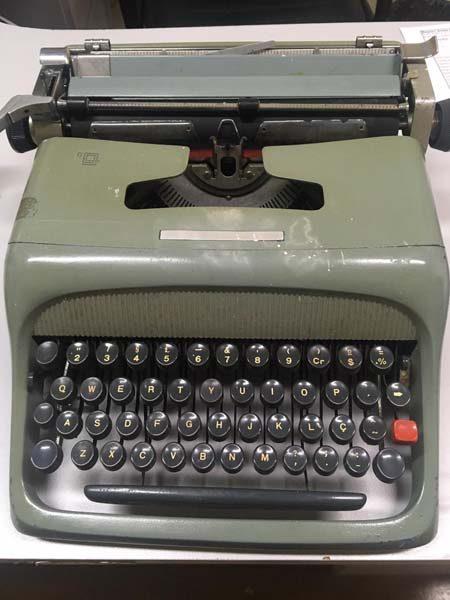 Uma das primeiras máquinas de escrever