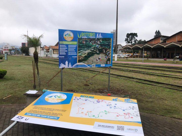 Colocação de placas de sinalização começou no dia 22 no interior do município e nessa semana, no anel central. (Foto: Divulgação).