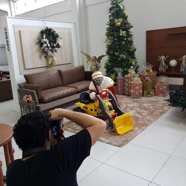 Papai Noel acrescentou a máscara na vestimenta