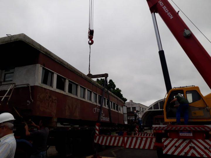 Retirada dos vagões da Estação União. (Foto: Jaqueline Castaldon).