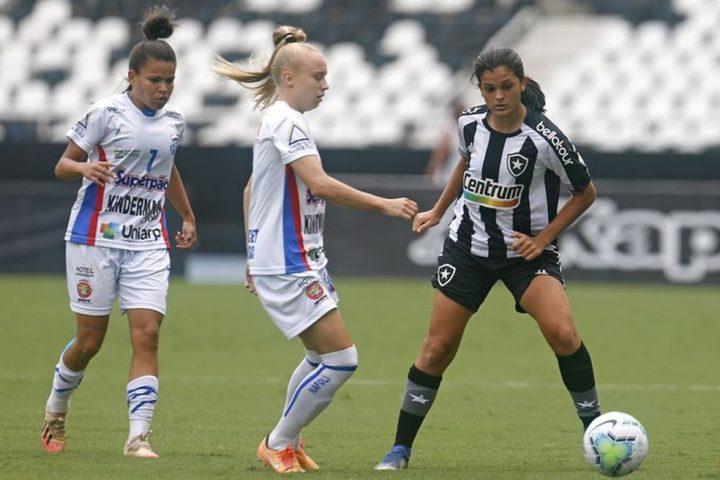 Miriam (ao centro). (Foto: Vitor Silva/Botafogo).
