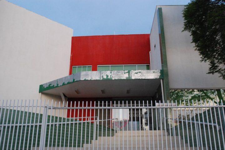 Prédio da escola Aroldo Carneiro de Carvalho, onde funciona polo da Uniguaçu. (Foto: Arquivo).