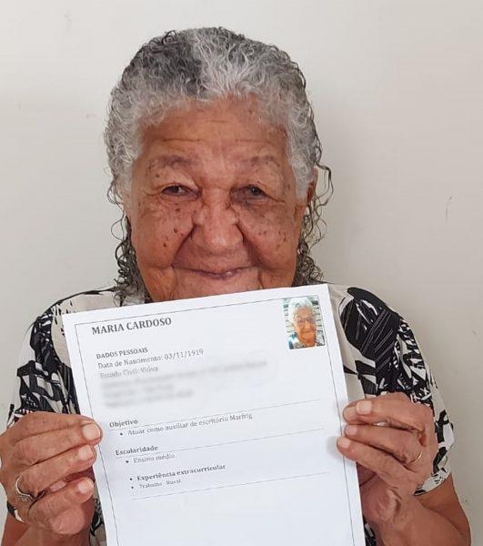 Dona Maria fez currículo com intenção de trabalhar para comprar vinhos — Foto: Arquivo pessoal/Pâmela Cristina Matias Gomes