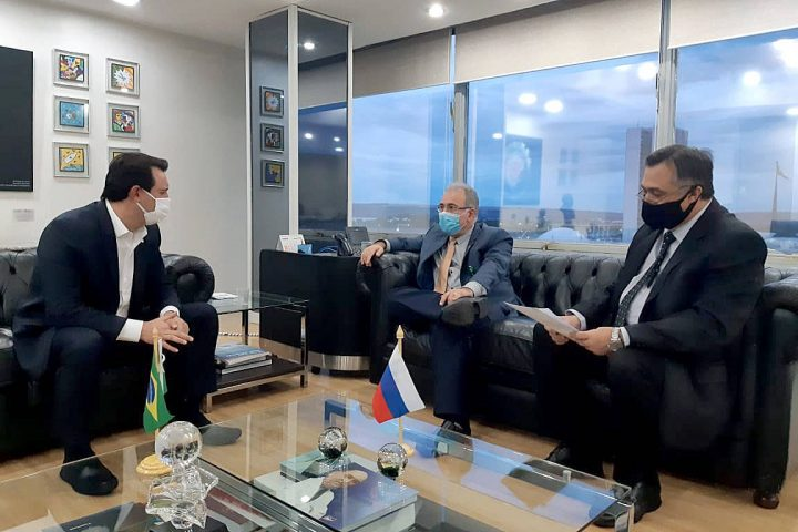 Ratinho Junior se reune com ministro da Saude e pede mais vacinas
