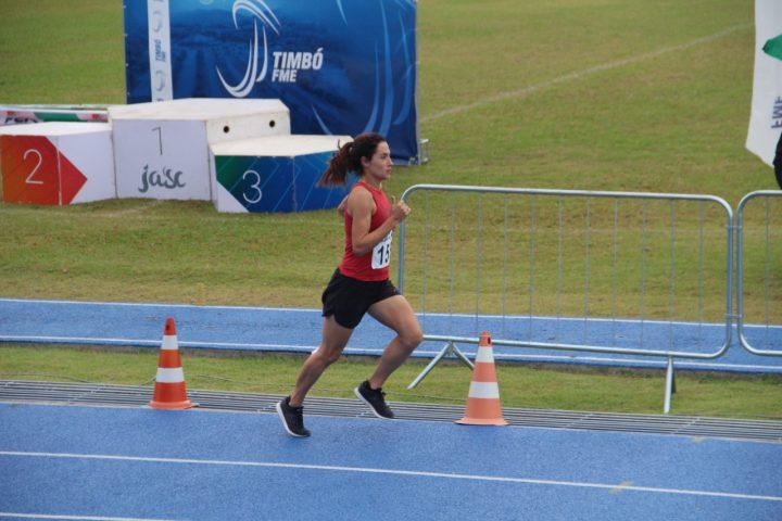 Elisangela Oliveira na competição. (Foto: Reprodução facebook).